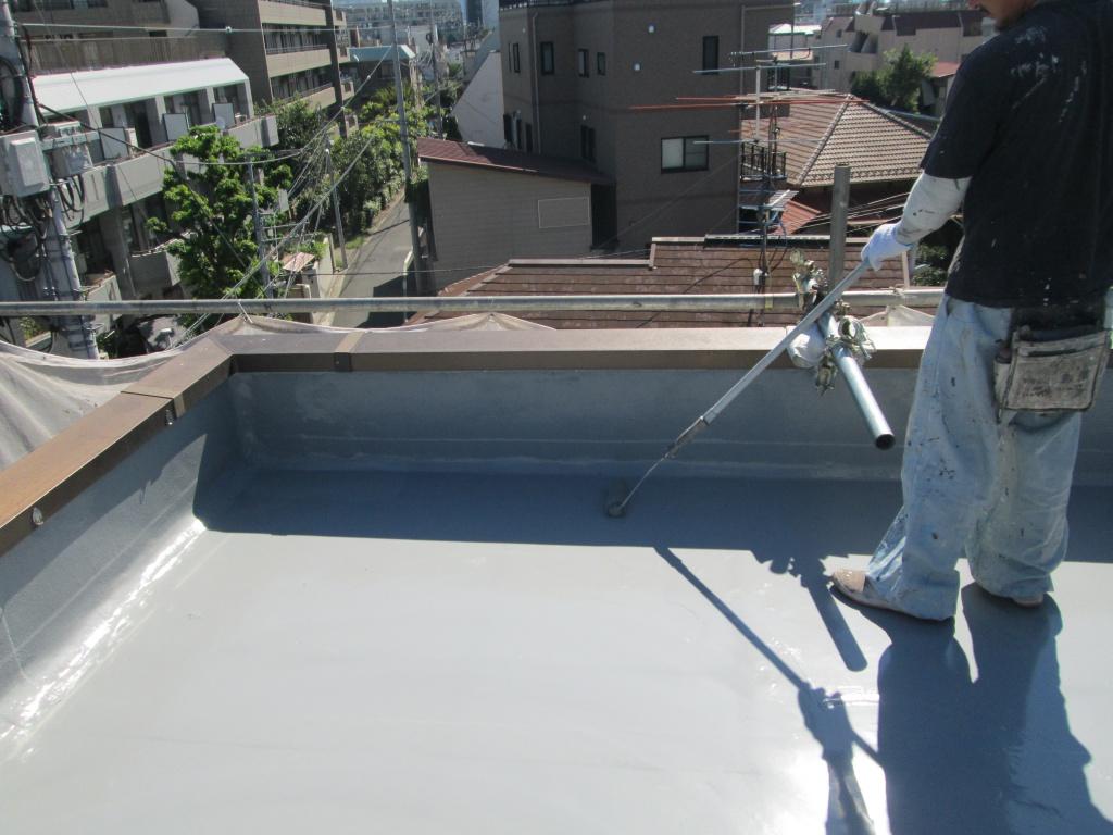 屋根防水の塗料はシリコン・ウレタン?悩んだら業者に相談すべき!