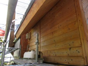 軽井沢 別荘Y様邸 灰汁洗いで漂白し防虫剤施工