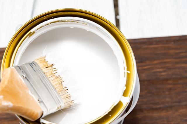 塗装に使われている最もリーズナブルなアクリル塗料はどんな塗料?